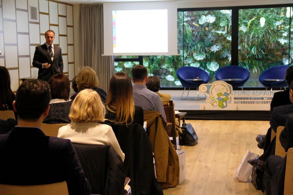Ricard Balart durante su presentación en el Foro ASPACK.